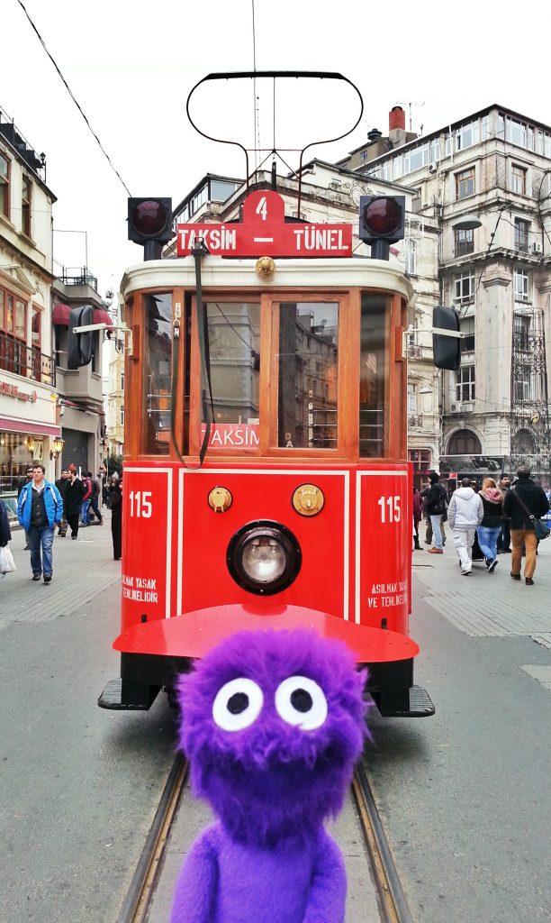 kukla-sureyya-istanbul-beyoglu-istiklal-caddesi-nostaljik-tramvay-1