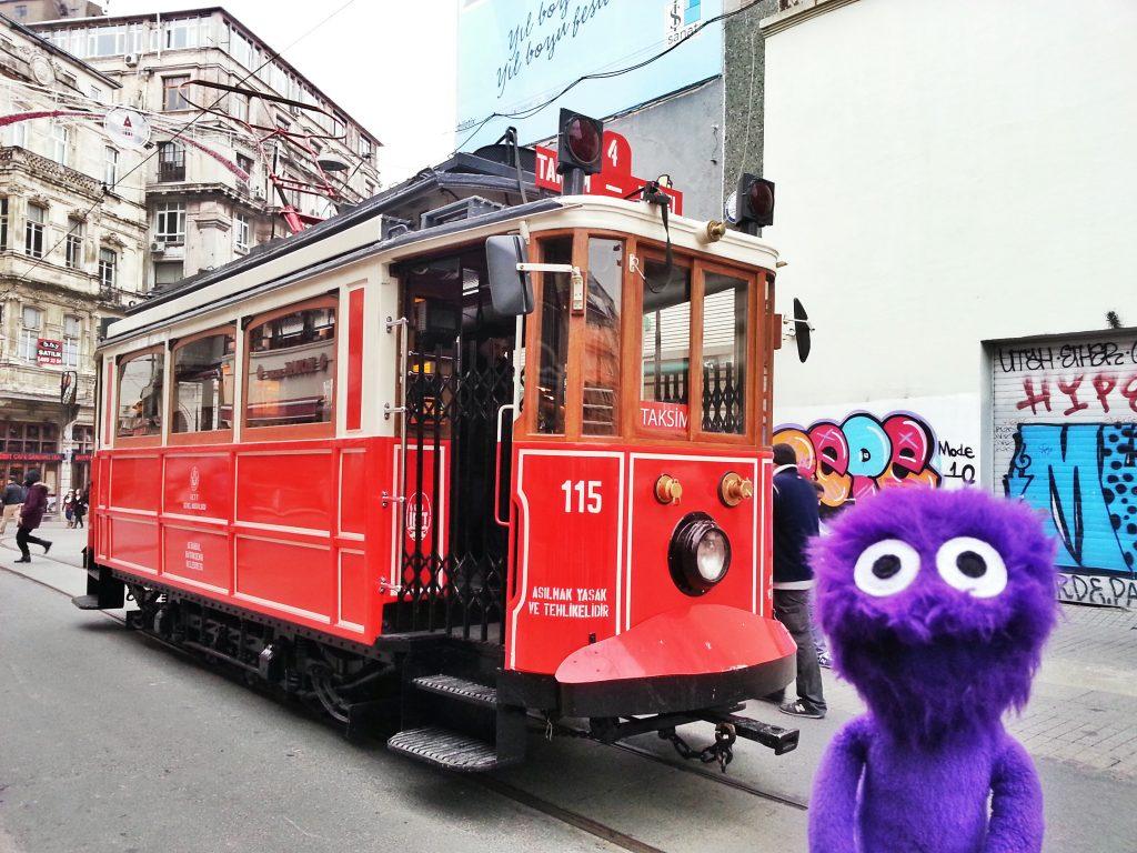 kukla-sureyya-istanbul-beyoglu-istiklal-caddesi-nostaljik-tramvay-2