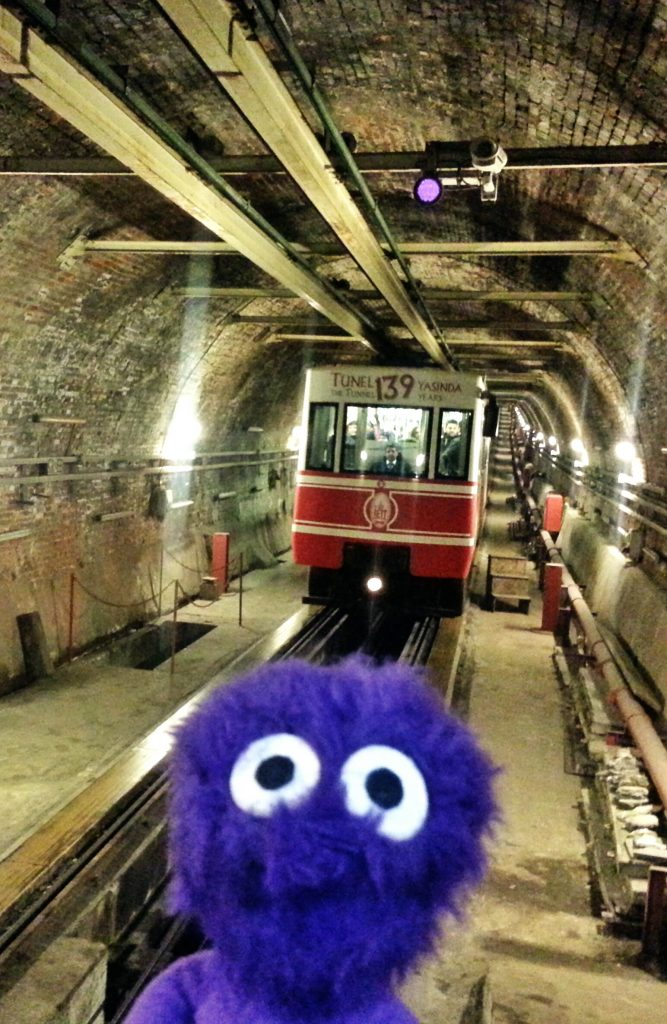 kukla-sureyya-istanbul-beyoglu-taksim-tunel-nostaljik-tramvay-1