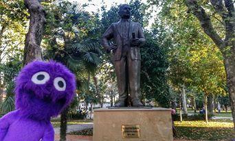Kadıköy Yoğurtçu Parkı'nın girişindeki Süreyya Paşa heykeli. buldum. Kendisi Bahariye'deki Süreyya Operası'nı yaptıran beyefendi. Tam adı Süreyya İlmen.