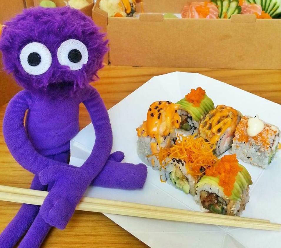 kukla-sureyya-dardenia-balik-ekmek-sushi-midye-istanbul-1