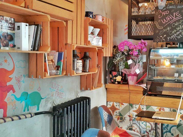 Vagabond Coffee Bar: Bağdat Caddesi'nde Üçüncü Dalga Bir Kahveci