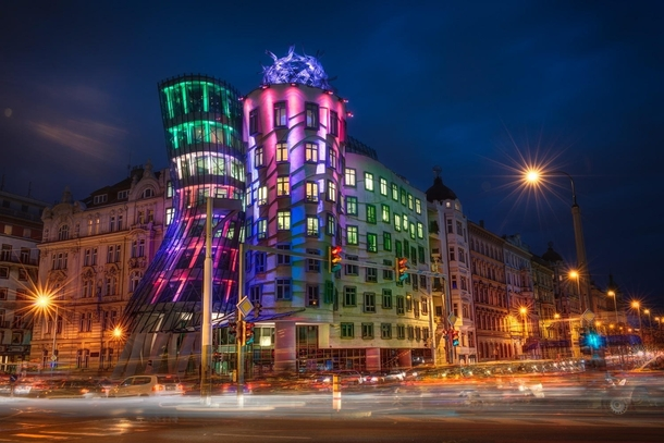 kukla-sureyya-the-dancing-house-in-prague-czech