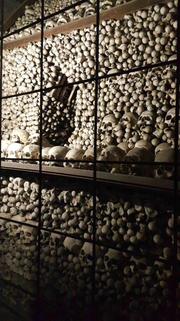 kukla-sureyya-kutna-hora-skeleton-kemikli-kilise-1