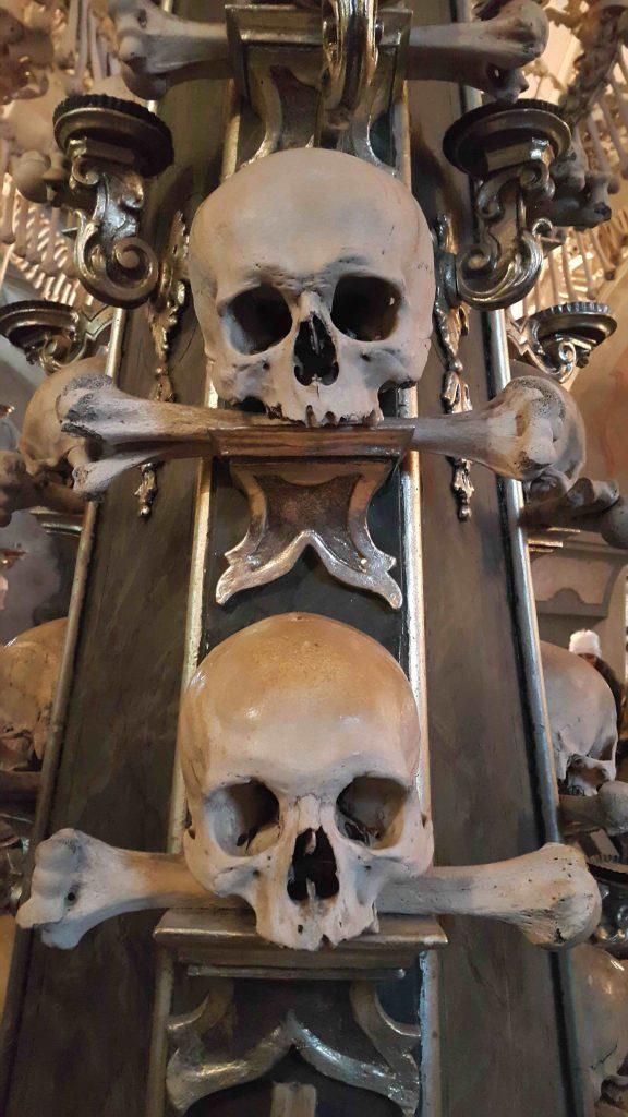 kukla-sureyya-kutna-hora-skeleton-kemikli-kilise-2
