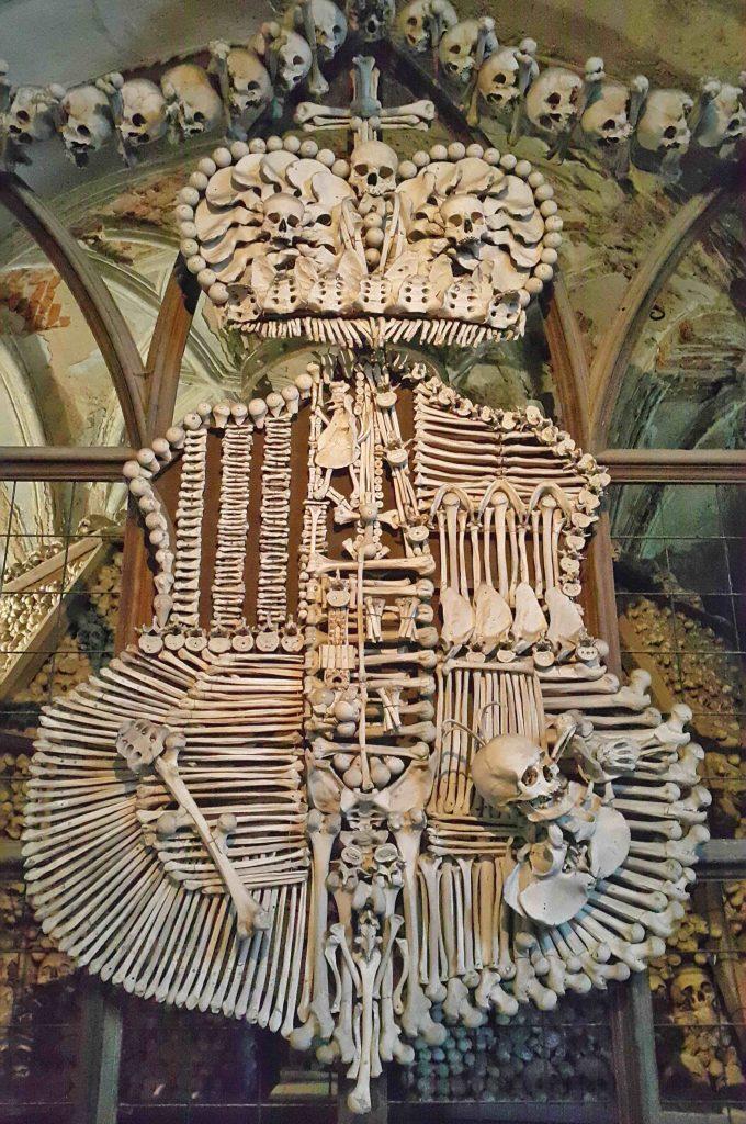 kukla-sureyya-kutna-hora-skeleton-kemikli-kilise-3