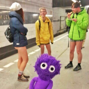 kukla-sureyya-no-pants-subway-ride-pantolonsuz-yolculuk-1