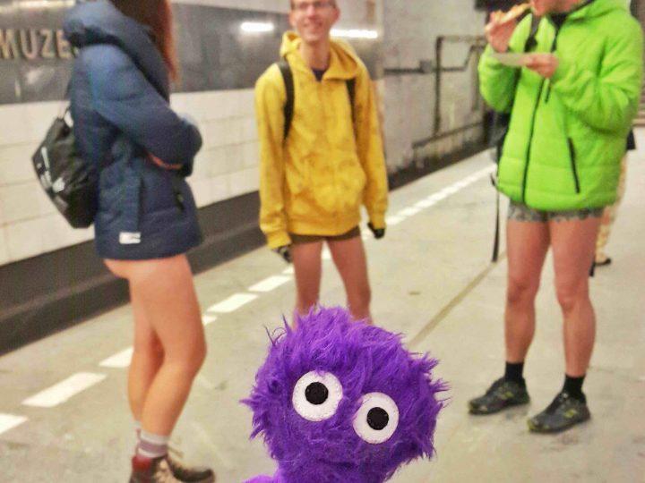 Pantolonlar Aşağı! Pantolonsuz Metro Yolculuğu