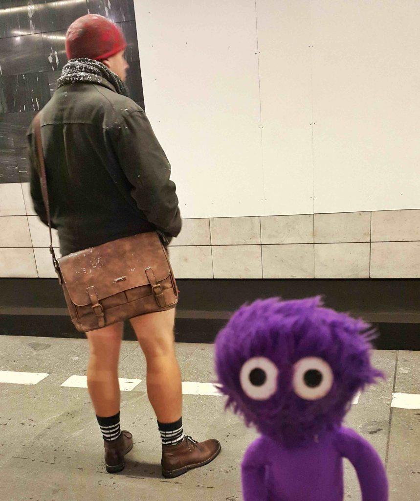 kukla-sureyya-no-pants-subway-ride-pantolonsuz-yolculuk-2
